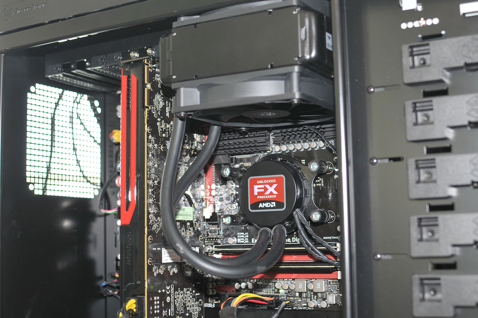 AMD Shows Running Samples Of Vishera FX 8350 And Trinity