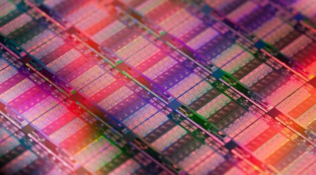 Intel Xeon E7 Ivy Bridge EX Die shot