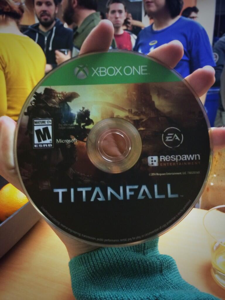 This Is What Titanfall Xbox One Game Disc Looks Like Make Your Own Beautiful  HD Wallpapers, Images Over 1000+ [ralydesign.ml]