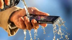 Xperia Z2 vs Galaxy S5 water