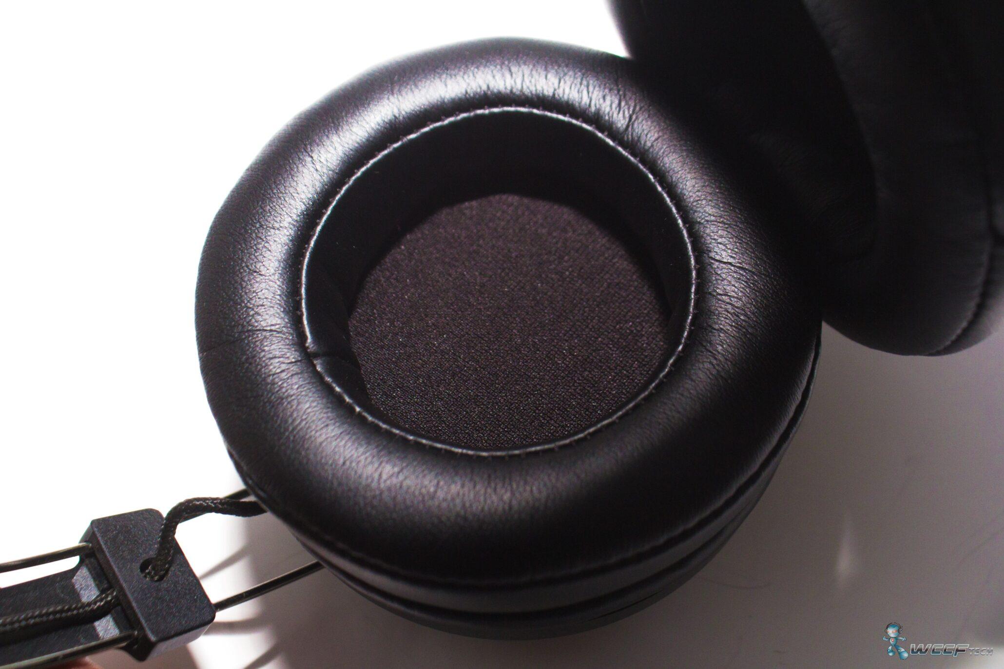razer-adaro-wirelress-bluetooth_earcups-close