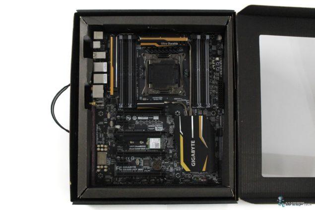Gigabyte X99 UD7 WiFi_Box View 2