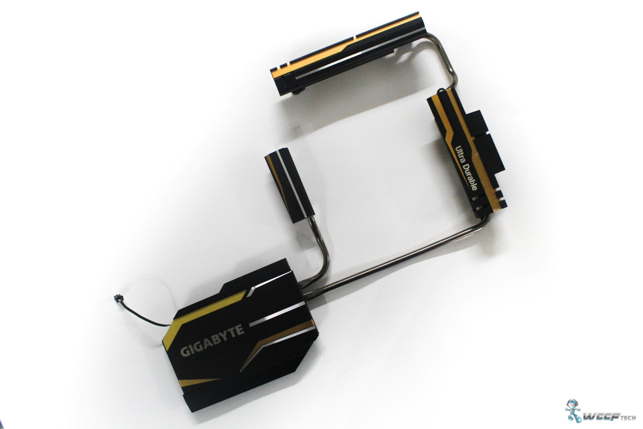 gigabyte-x99-ud7-wifi_heatsinnk-off-1