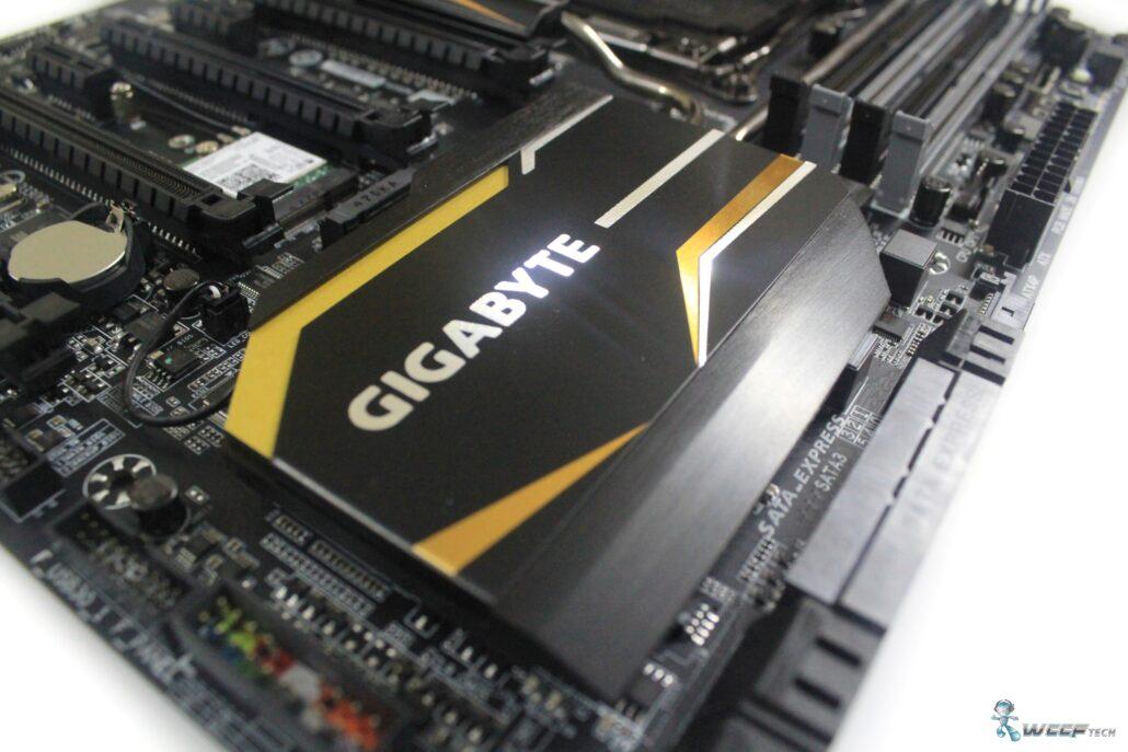 gigabyte-x99-ud7-wifi_pch-heatsink-1