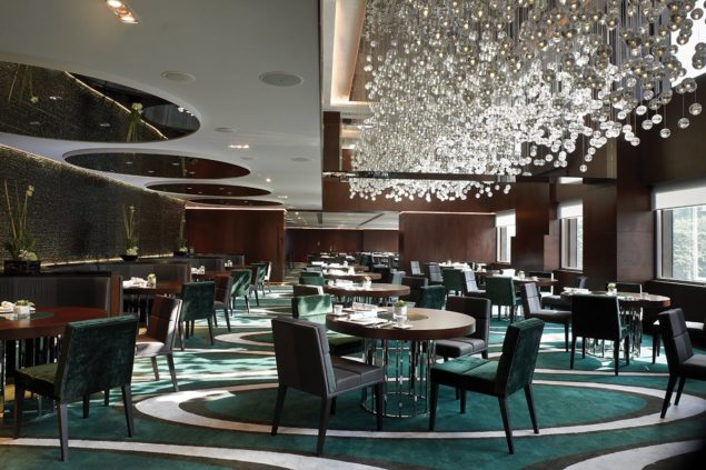 luxury-restaurant-chandeliers-design-the-mira-hotels