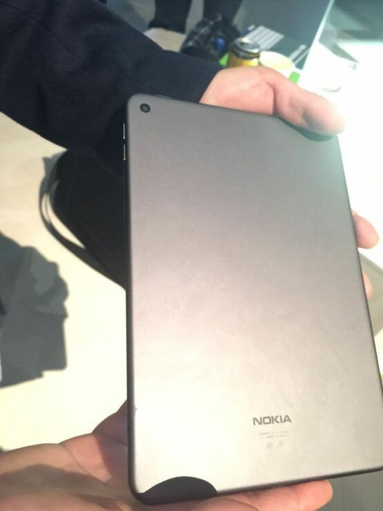 nokia-n1-in-lava-gray-2