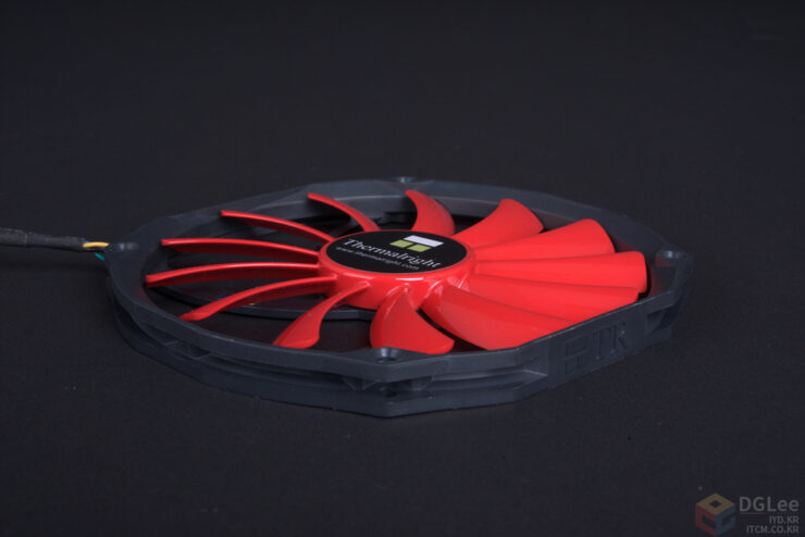 amd-radeon-r9-nano_makeitnano_thermalright-200mm