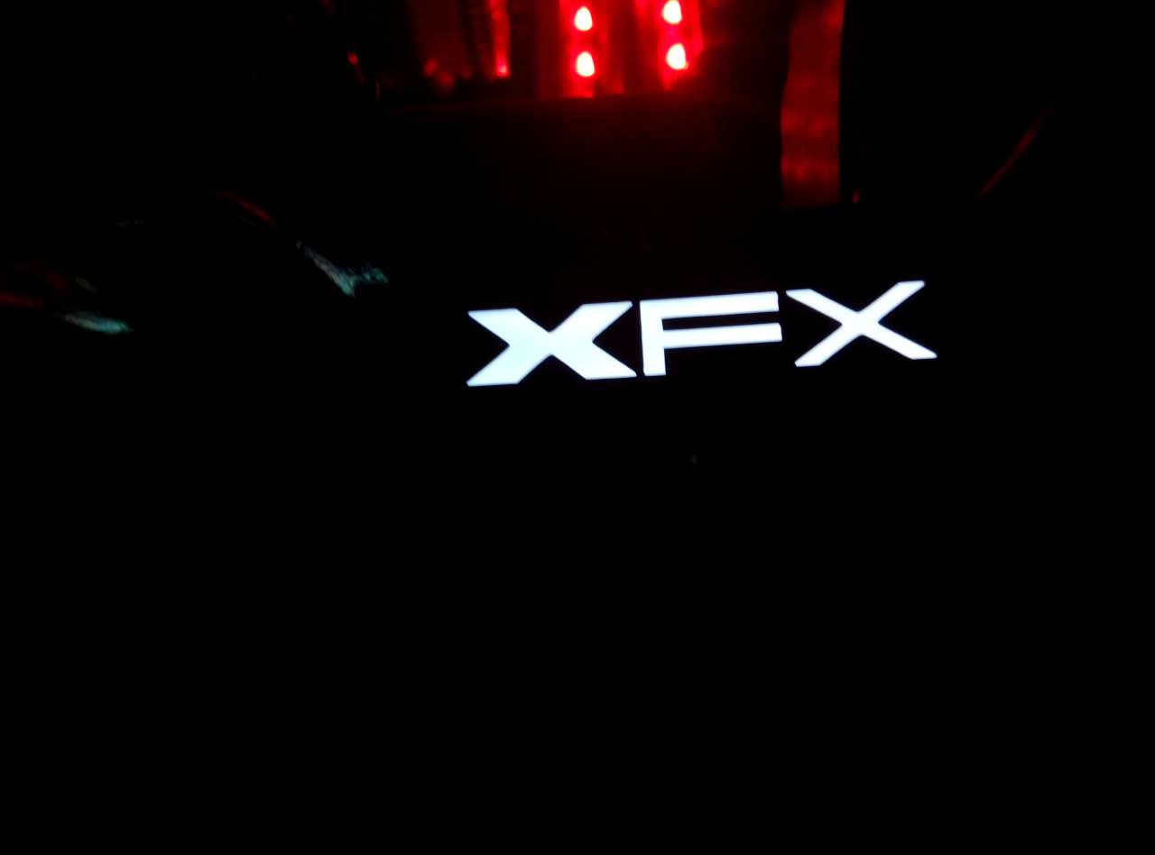 xfx-radeon-r9-380x-gamer-oc_unboxing_8