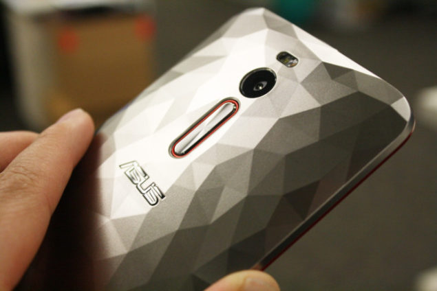 ZenFone-2-Deluxe-Special-Edition-Backcover-silver