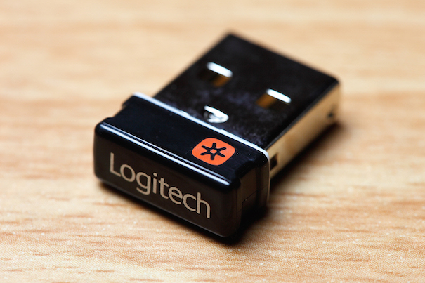 Logitech_unifying_receiver_605