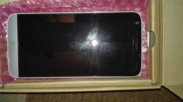 purported-lg-g5-leaks-in-the-flesh