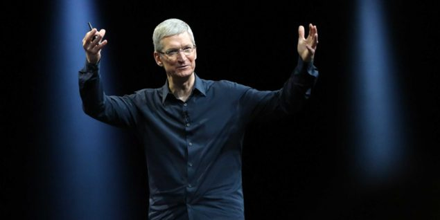 tim-cook-stage