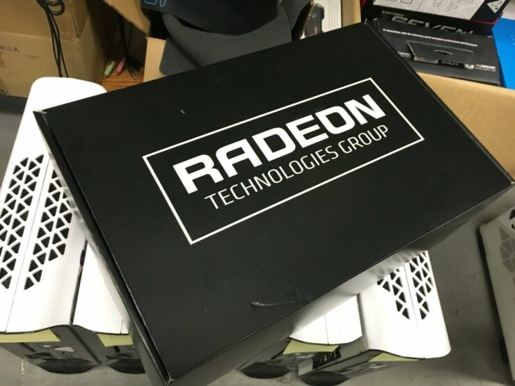 amd-radeon-pro-duo-package-unboxing_2