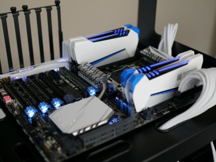 asus-x99-deluxe-ii-default-rgb-lighting-avexir-raiden-dimms-on-angle-1