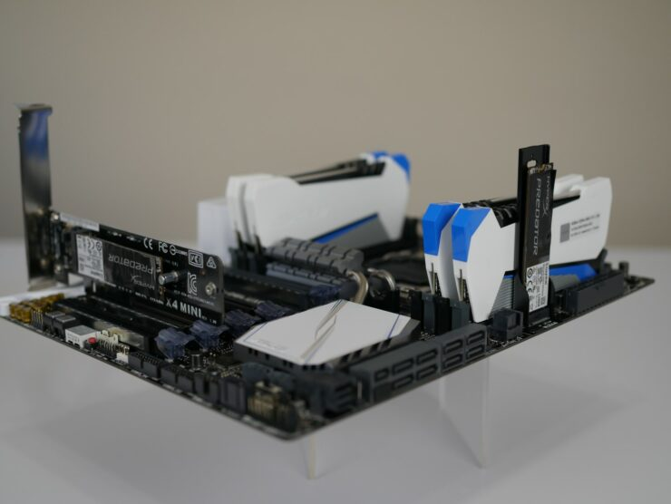 asus-x99-deluxe-ii-dual-m-2-installed