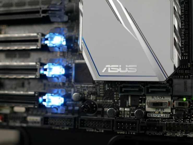 asus-x99-deluxe-ii-dual-front-usb-3-close-up-of-pcie-safeslots-sli-cf-xmp-switches