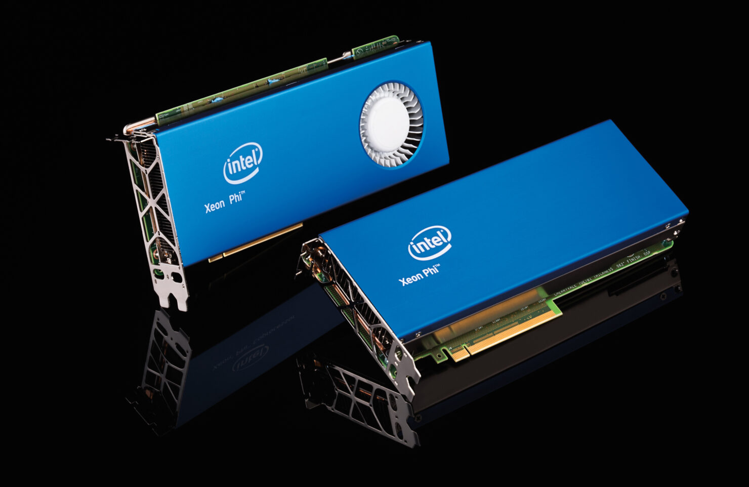 Intel Xeon Phi 7290 Boasts 72 Processing Cores – Fastest Chip Introduced By The Company With Other Model Details Included