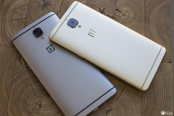 Check Out The OnePlus 3 'Soft Gold' Edition Posing With Its Graphite Colored Counterpart