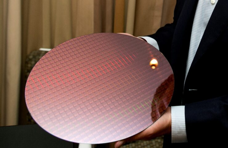 7th Gen Intel Core processors are manufactured on silicon wafers at Intel production facilities. New 7th Gen Intel Core processors deliver richer experiences, incredible performance and responsiveness, and true ultra HD 4K entertainment in stunning new devices. (Credit: Intel Corporation)