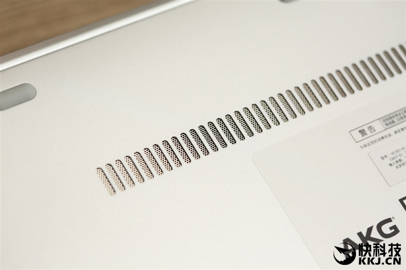 xiaomi-mi-notebook-air-close-up-shots-and-unboxing-19