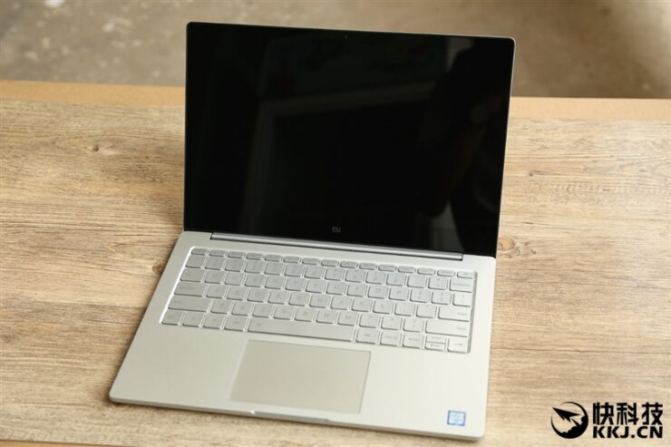 xiaomi-mi-notebook-air-close-up-shots-and-unboxing-20