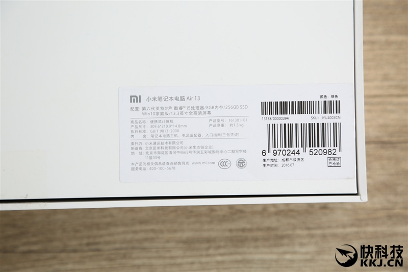 xiaomi-mi-notebook-air-close-up-shots-and-unboxing-23