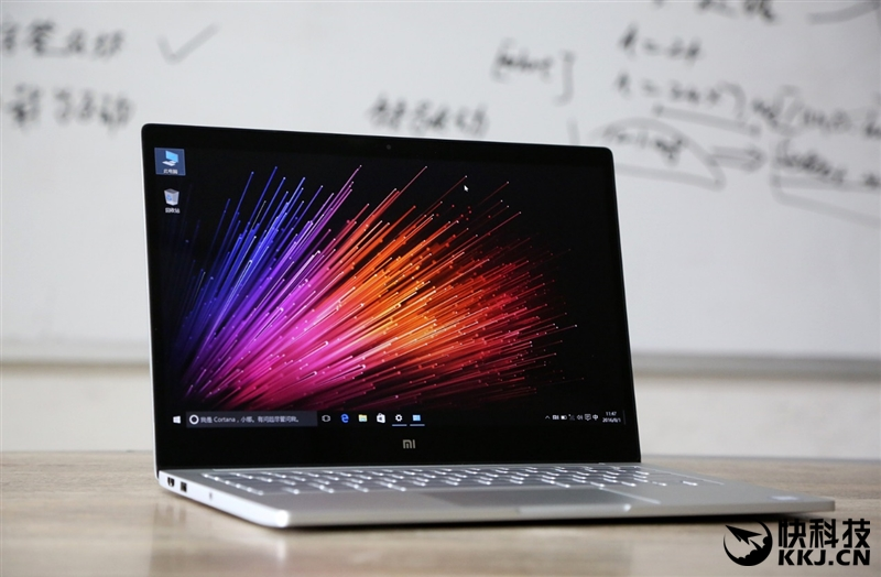 xiaomi-mi-notebook-air-close-up-shots-and-unboxing-25
