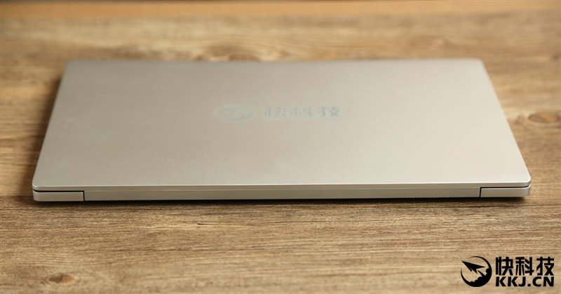 xiaomi-mi-notebook-air-close-up-shots-and-unboxing-26