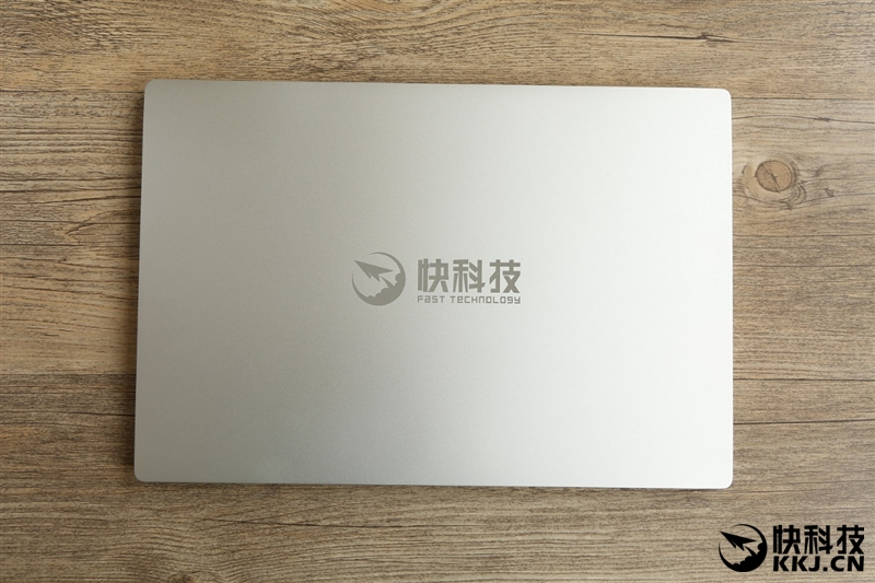 xiaomi-mi-notebook-air-close-up-shots-and-unboxing-3