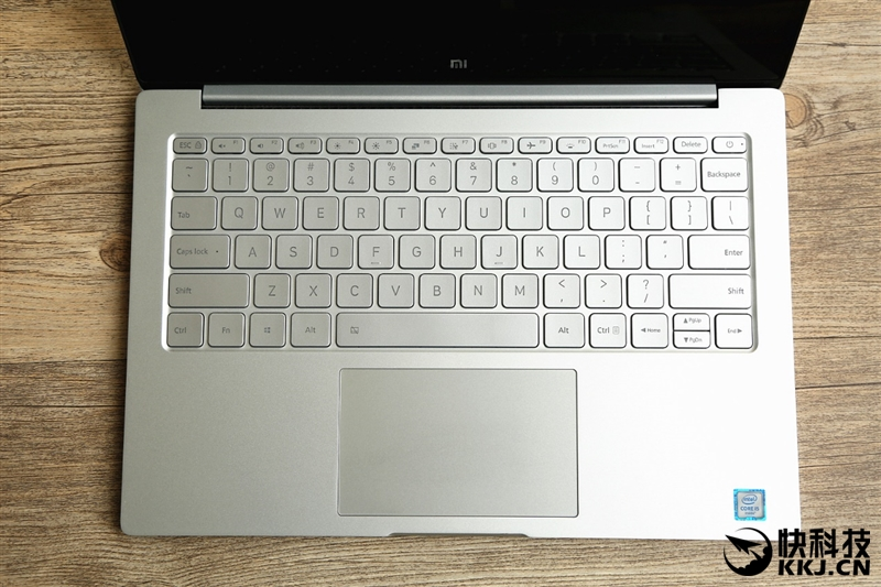 xiaomi-mi-notebook-air-close-up-shots-and-unboxing-30