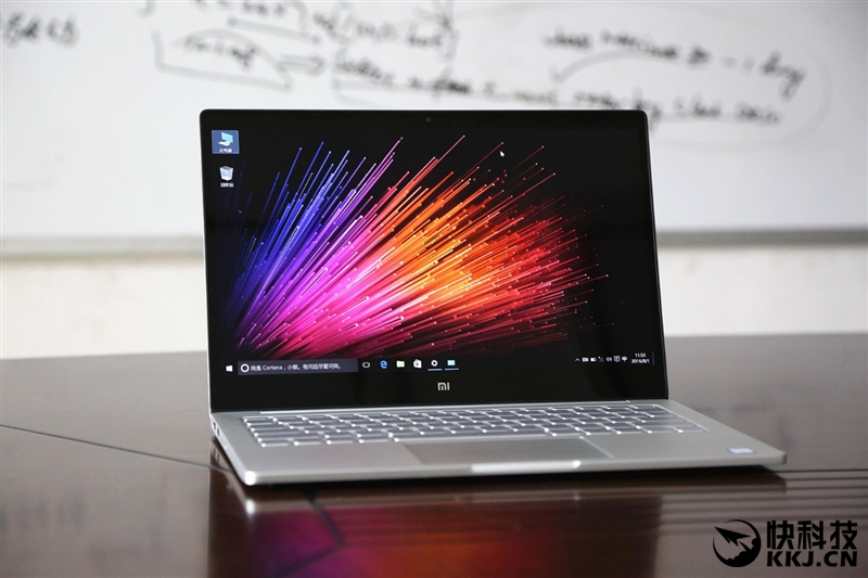xiaomi-mi-notebook-air-close-up-shots-and-unboxing-8
