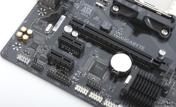 amd-am4-gigabyte-motherboard-4