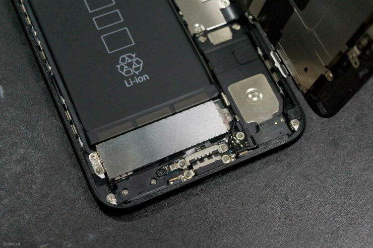 iphone-7-plus-teardown-20