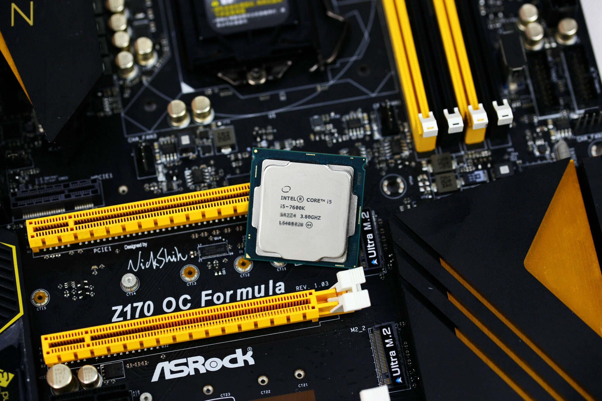 Intel Core I5 7600k Kaby Lake Cpu Benchmarked Against Skylake Circuitry For 7400 Test The Processor Is Yet To Launch Several Chinese Sites Have Already Acquired This Chip Testing New