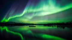 northern-lights-lake-thingvellir-national-park-iceland-2