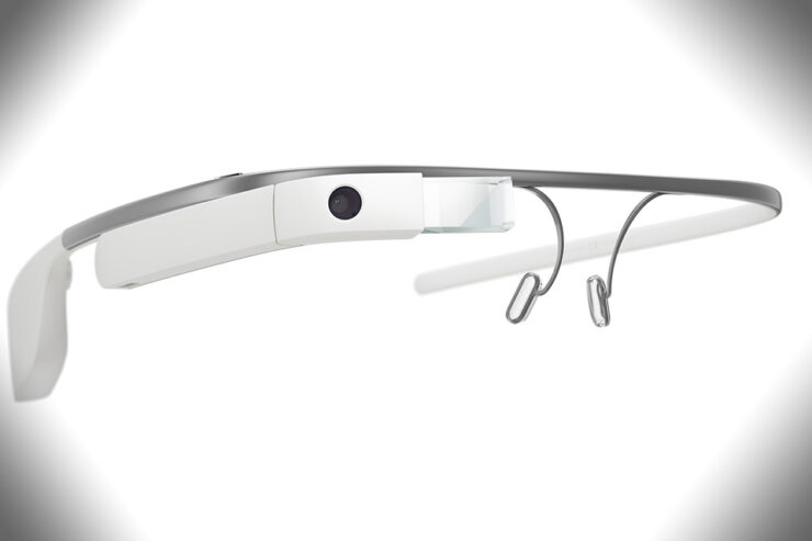 Apple smart glasses connects smartphone
