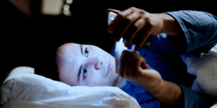 using phones at bedtime - blue light