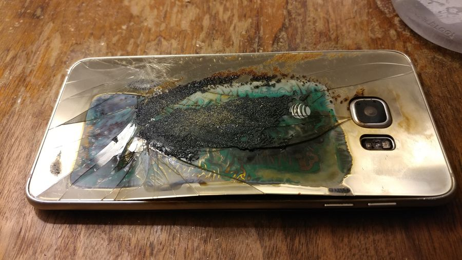 Galaxy S6 Edge Plus Catches Fire on a Nightstand – More PR Nightmare for Samsung