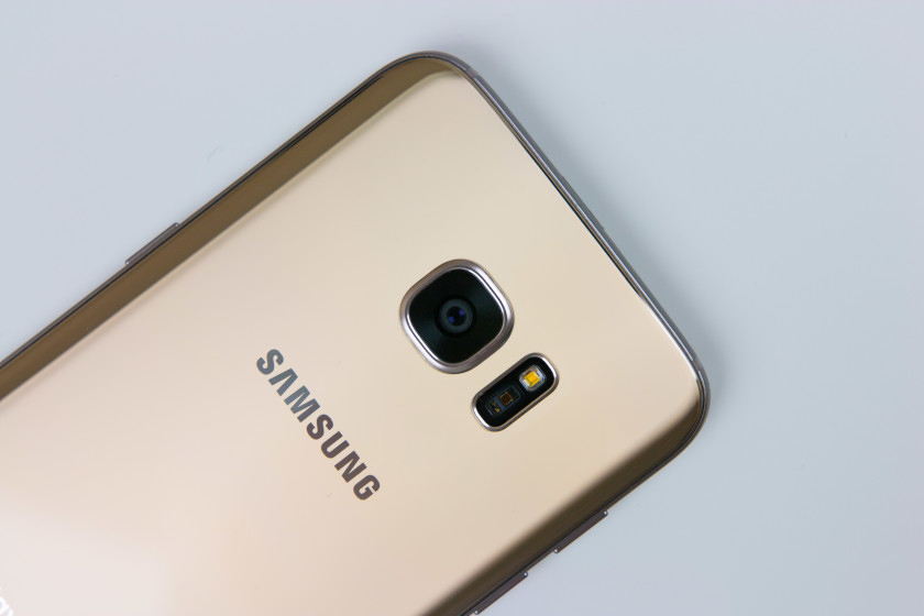 Galaxy S7 edge explodes woman's desk