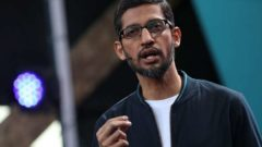 Google has issued memos to its overseas employees, asking them to return to the US before Trump's immigration ban takes full effect.