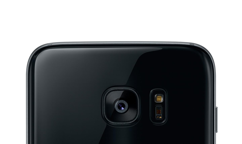 Galaxy S8 render with waterproof case
