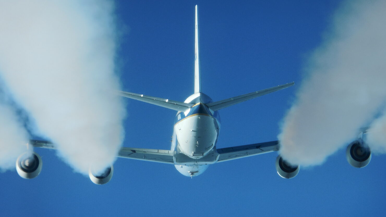 NASA researchers find that using biofuel in jet engines causes 70 percent less pollution