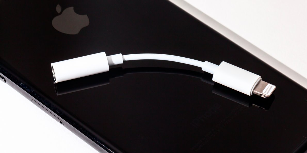 best loved 05613 5169d Apple Will Still Bundle the Lightning to Headphone Jack Adapter With ...