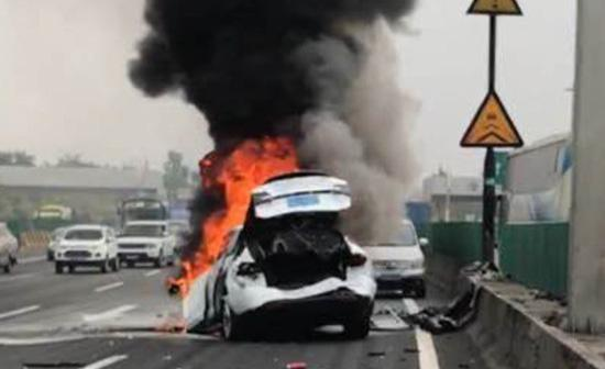 When Do Airbags Deploy In An Accident >> Tesla Responds To Model X Explosion In China; Denies 'Outrageous' Owner Claims