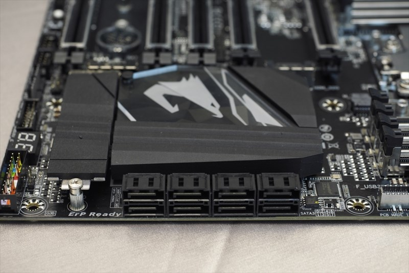 gigabyte-x399-aorus-gaming-7-amd-ryzen-threadripper-motherboard_6