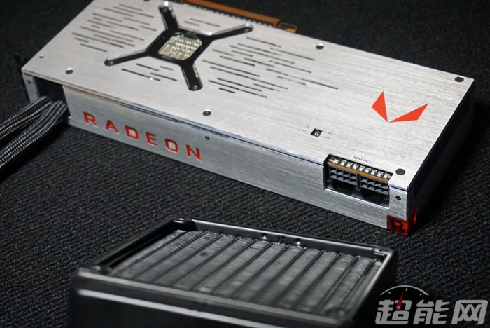 amd-radeon-rx-vega-64-liquid-cooled-edition_1