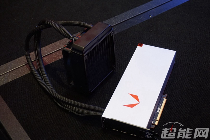 amd-radeon-rx-vega-64-liquid-cooled-edition_3