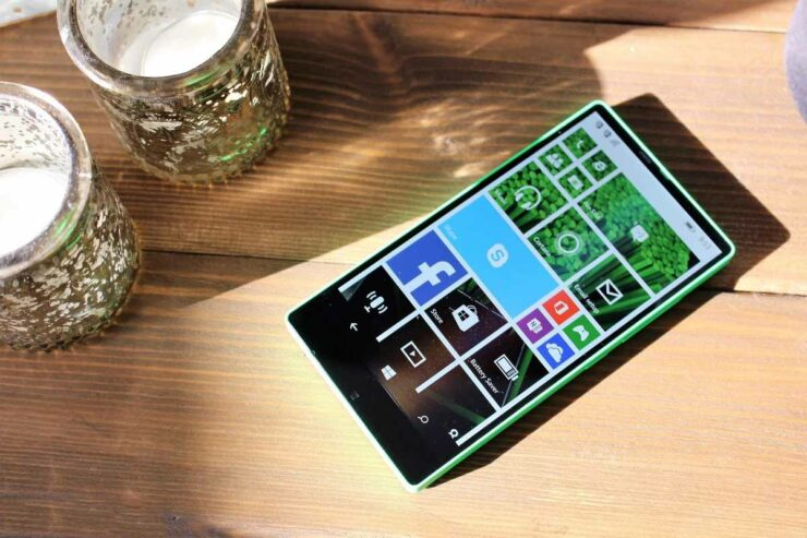 Did You Know: Microsoft Had Plans for a Bezel-Less Smartphone Way Back in 2014