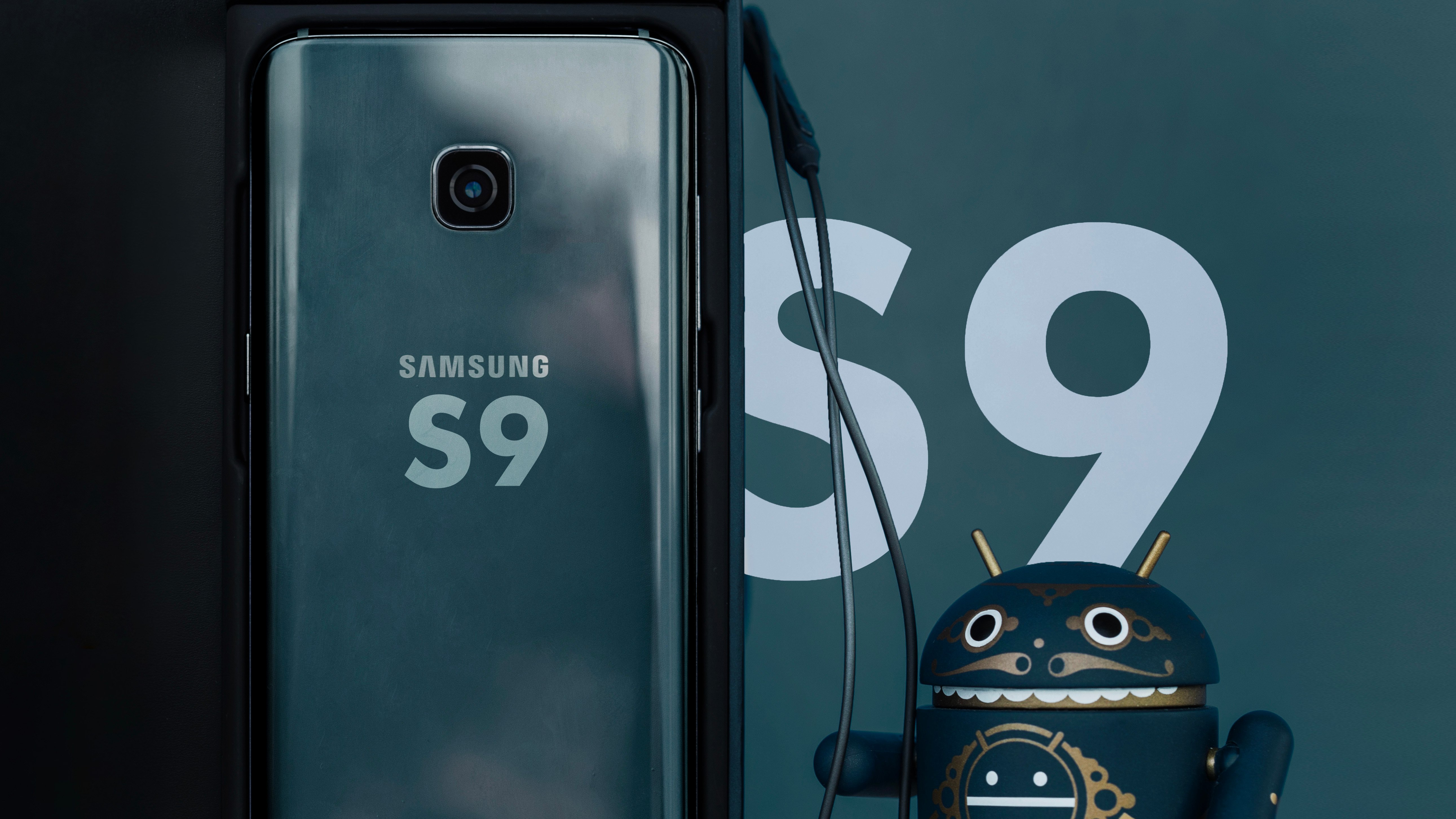 samsung 39 s galaxy s9 s9 will make an early appearance in january 2018 at ces will be. Black Bedroom Furniture Sets. Home Design Ideas