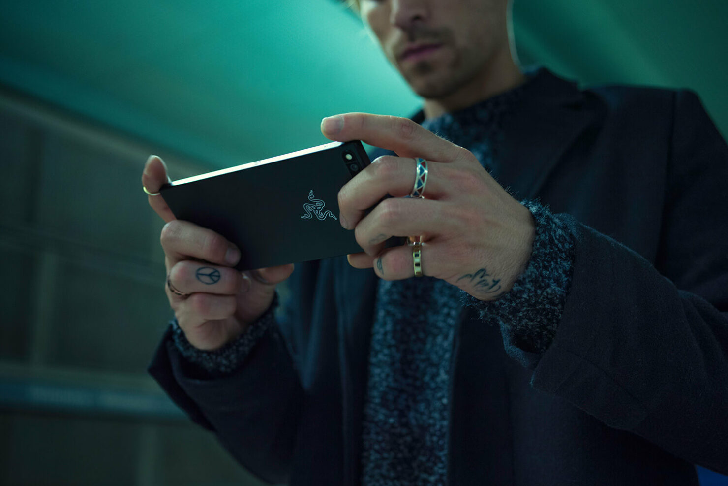 razer-phone-official-images-2